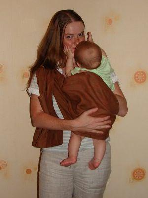 Слинг на бедре - фото мамы