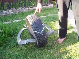 что сделать из старой шины. лебедь из шины.