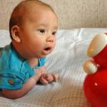новорожденные дети познают мир