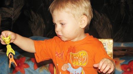 игры для малышей 2 -4 года - игры с прищепками