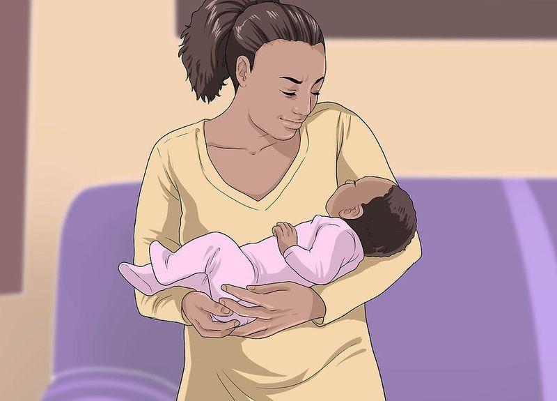 Новорожденный на руках как в колыбели