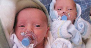 уход за близнецами