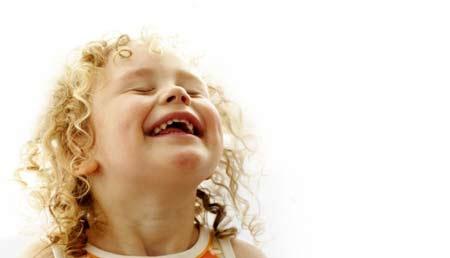 после смеха ребенок икает