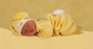 сон новорожденного на животе