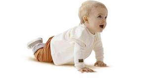 ребенок в 10 месяцев не ползает