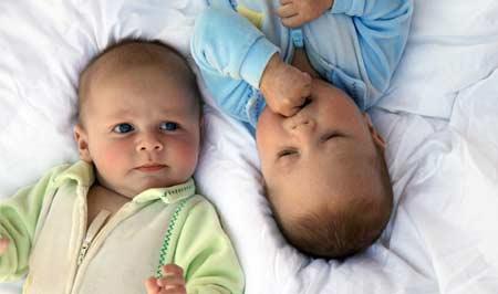 особенности ухода и воспитания близнецов