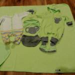 Весенне-осенний набор в зеленых тонах. Тонкое одеяло, слип, комбинезон, шапочки, слюнявчик, пинетки, царапки. Автор костюма: kozlikdk