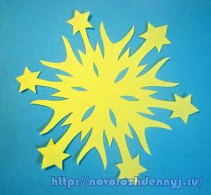 снежинка из бумаги со звездочками