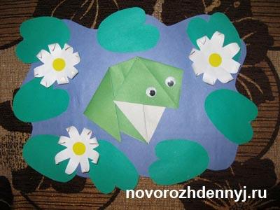 лягушка оригами в пруду