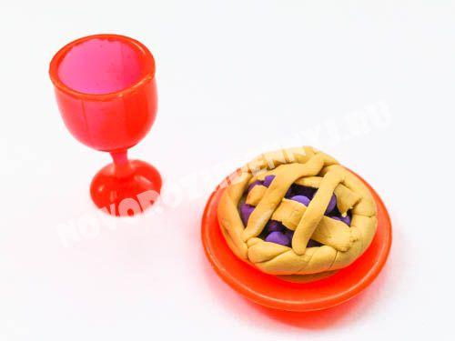 пирог из пластилина - еда для кукол