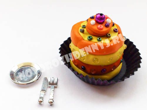 торт из пластилина - еда для кукол