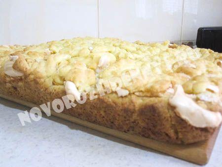 яблочный пирог из песочного теста со взбитыми белками