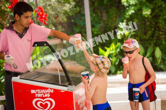 Бесплатное мороженое в отеле