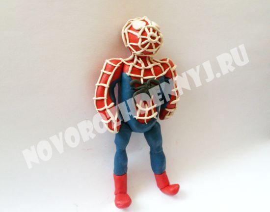 слепить человека паука из пластилина