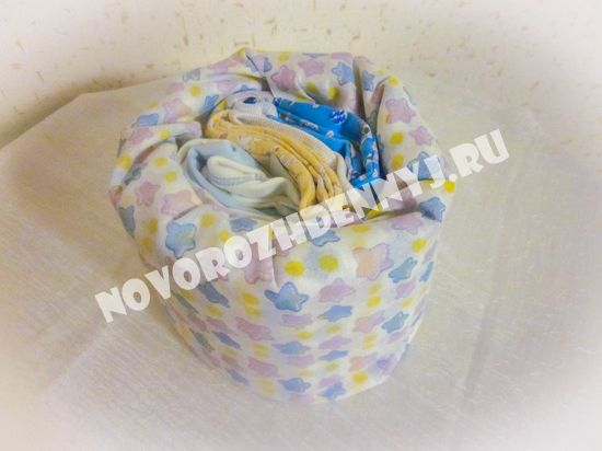 Подарок новорожденному из памперсов. Своими руками торт для