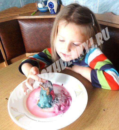 детский опыт, вулкан из соды и уксуса