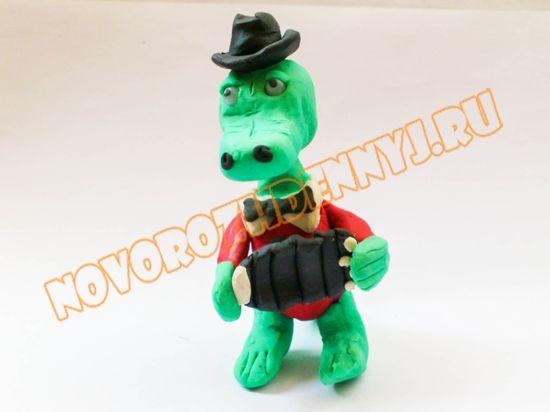 крокодил Гена из пластилина