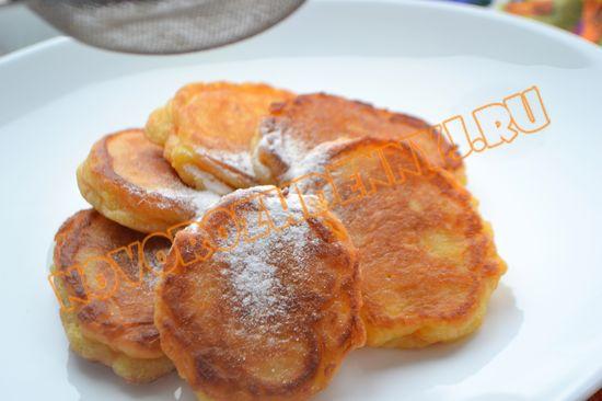 Оладьи на дрожжах и кефире с яблоками и морковью