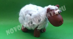 овечка из пластилина и ваты