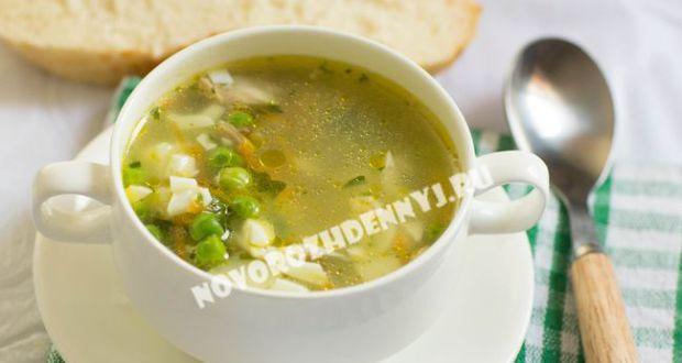 суп с зеленым горошком и яйцом
