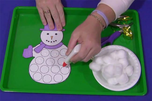 Видео как сделать снеговика из пластилина